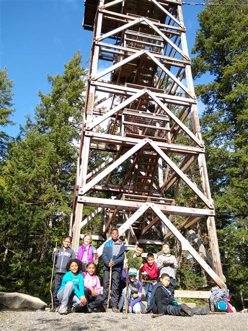 Madrona Elementary group photo at the base of Heybrook Lookout Tower.